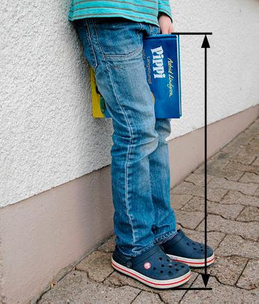 Pomiar długości nóżki dziecka celem doboru roweru lub rowerka biegowego