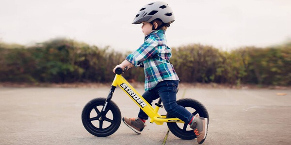 Pierwsze kroki na rowerku biegowym