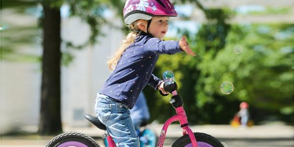 Jak zmierzyć długość nóżki dziecka w celu doboru rowerka biegowego lub roweru.