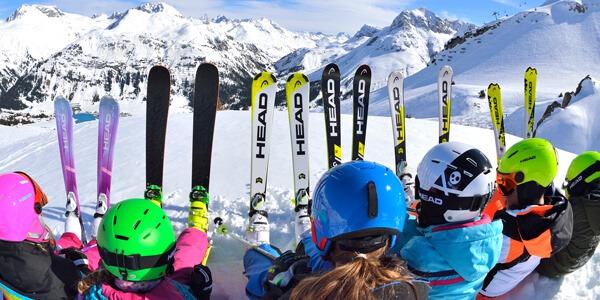 Dobór nart do poziomu umiejętności młodego narciarza